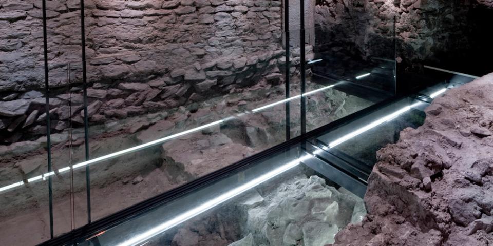 Blick in die untersten Befundschichten mit den Fußböden des späten 2. und 3. Jahrhunderts. © Uwe Moosburger